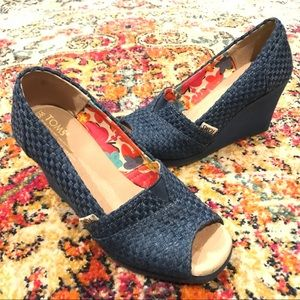 Tom's size 5.5 blue woven wedge